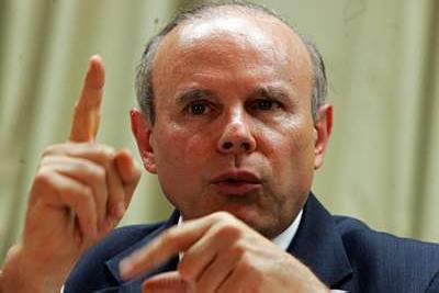 Ministro afirma que previsão do FMI é um equívoco