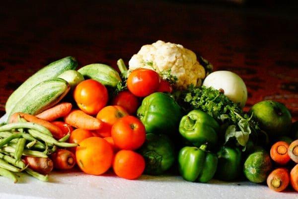 Alimentação saudável não pode ser deixada de lado, dizem especialistas