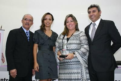 A jornalista Inácia Soares faz palestra no 6º Encontro da Mulher Empresária