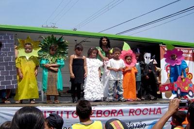 Feira Cultural no Bairro Icaivera movimenta os estudantes.