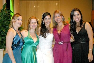 Renata e Luiz fizeram a festa no Nhá Sinhá Recepções.