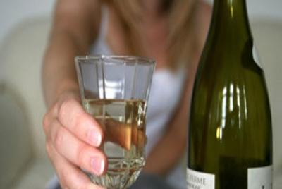 Estudo indica que mulheres que bebem moderadamente envelhecem melhor
