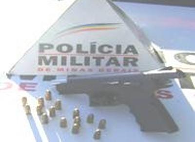 Homem é preso com arma de uso restrito das forças armadas