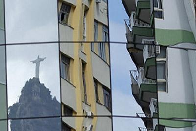 Apesar de avanços, Brasil continua em baixa em índices globais