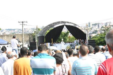 Protestos fazem parte da Missa dos Trabalhadores em Contagem