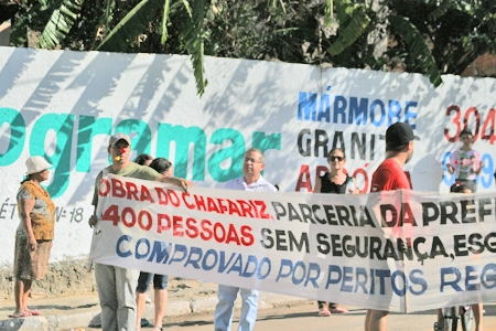 Moradores de condomínio protestam contra MRV