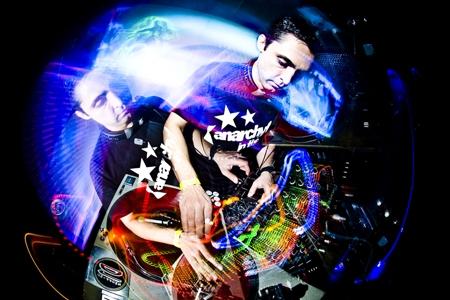 DJ de Contagem faz sucesso no exterior