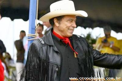 Empresário Beto Carrero morre aos 70 anos em São Paulo.