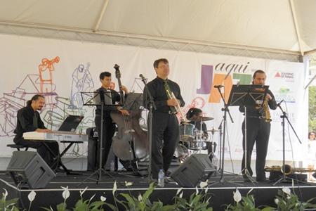 """Projeto """"Aqui Jazz"""" traz banda Take Five e cantora Nathy Faria para Contagem"""