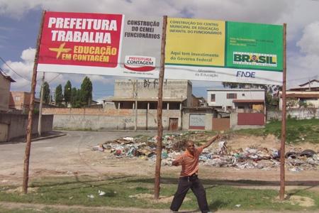 Local de construção do Cemei se transforma em lixão no bairro Funcionários