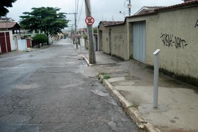 Parquímetros estão sendo instalados na cidade.