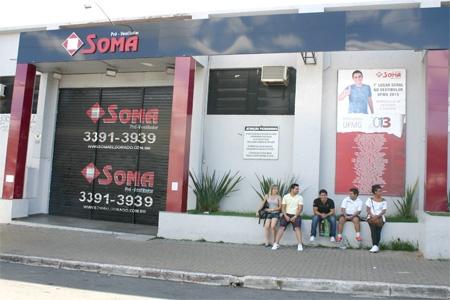Funcionários reclamam do fechamento do Pré-Vestibular Soma Eldorado