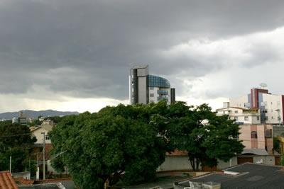 Pancadas de chuvas castigam Contagem.