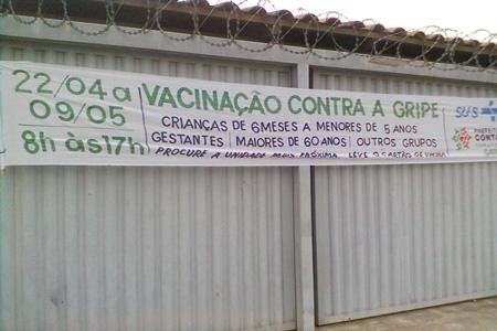 Funcionárias fecham posto de saúde mais cedo e negam vacinação