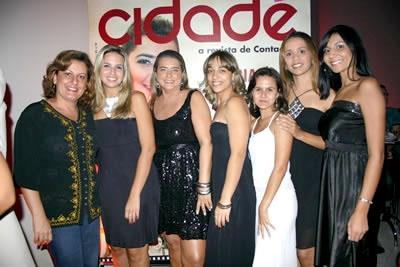 Luciana de Oliveira Abreu está na capa da Revista Cidade.