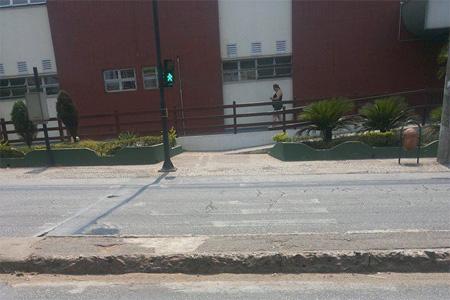 Contagense reclama de faixas de pedestre apagadas na Tito Fulgêncio
