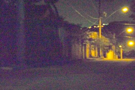 Morador de Contagem reclama da demora no reparo em poste de luz