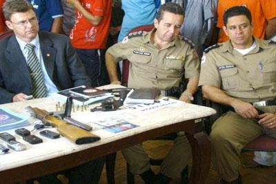 Operação conjunta entre a PM e a Policia Civil prendem homicidas e armas em Contagem.