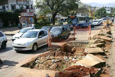 Obras na João César irritam motoristas e pedestres.