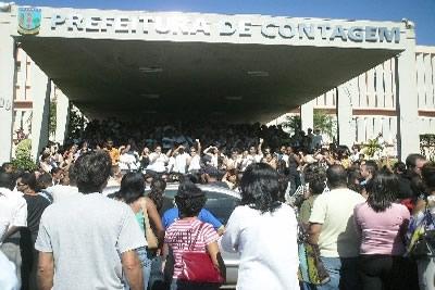 Servidores da saúde de Contagem entram em greve.