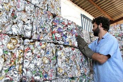 Dia global contra a incineração de resíduos e lixos.