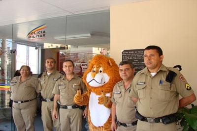 Policiais são homenageados pelo bom trabalho.