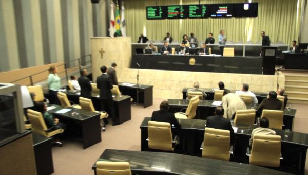 CCJ derruba PL do IPTU e governo lança o Refis