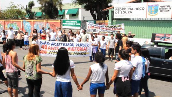 Protesto contra o fechamento da Escola Municipal Pedro Pacheco