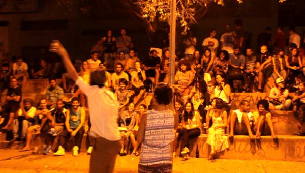 Sarau na praça do Apoema, espaço livre e independente