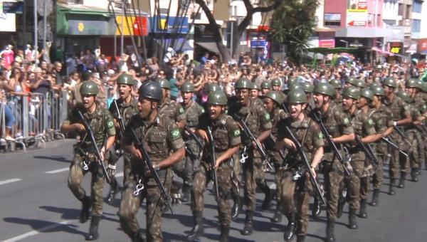 Desfile cívico em Contagem