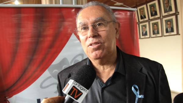 Entrevista com o jornalista e escritor Carlos Lúcio Gontijo