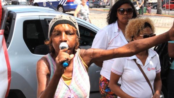 Moradora de rua desabafa e exige políticas públicas