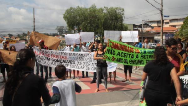 Comunidade escolar protesta contra Seduc