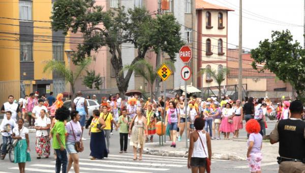 Pré-carnaval agita Contagem