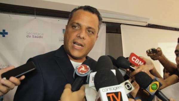 Prefeito e secretário de saúde anunciam medidas emergenciais