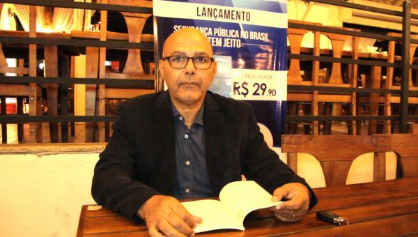 Rui Silva lança livro sobre segurança pública