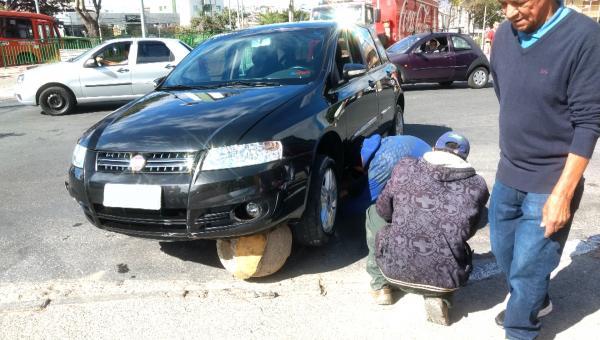 Flagrante - Bola de concreto atinge carro