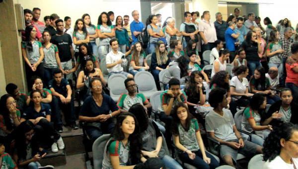 Estudantes protestam contra mudanças na Funec