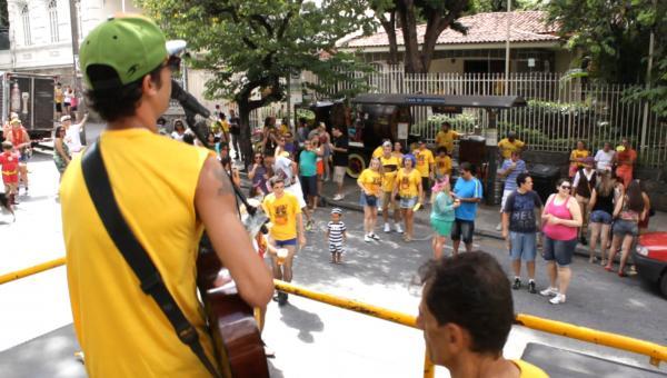 """""""Quem não se comunica se trumbica"""", bloco de Carnaval dos comunicadores"""