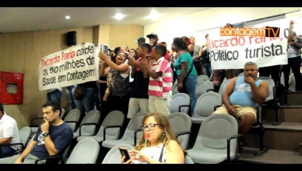 Manifestantes se agridem na Câmara Municipal de Contagem