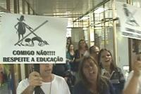 Servidores da educação fazem protesto na Seduc