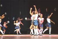 Espetáculo de dança beneficente emociona público