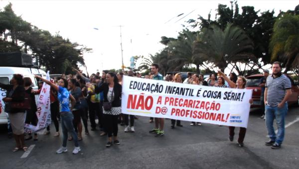 Servidores terceirizados protestam na prefeitura de Contagem