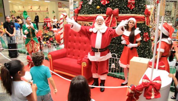 Papai Noel deseja que a magia do Natal nunca acabe