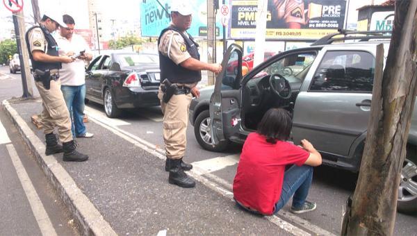 Motorista embriagada é detida em flagrante