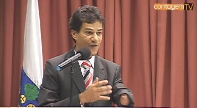 Prefeito Carlin Moura discursa na Câmara Municipal