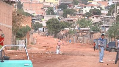 Obra na avenida Imbiruçu, no bairro Petrolândia, é retomada