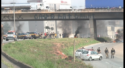 PROTESTO DA OCUPAÇÃO WILLIAM ROSA FECHA A BR-040