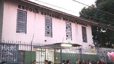 ESTUDANTES RECLAMAM DOS ASSALTOS NA PORTA DA ESCOLA