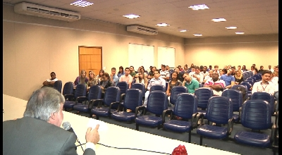NOVA FACULDADE PROMOVE RODADA DE PALESTRAS E DEBATES